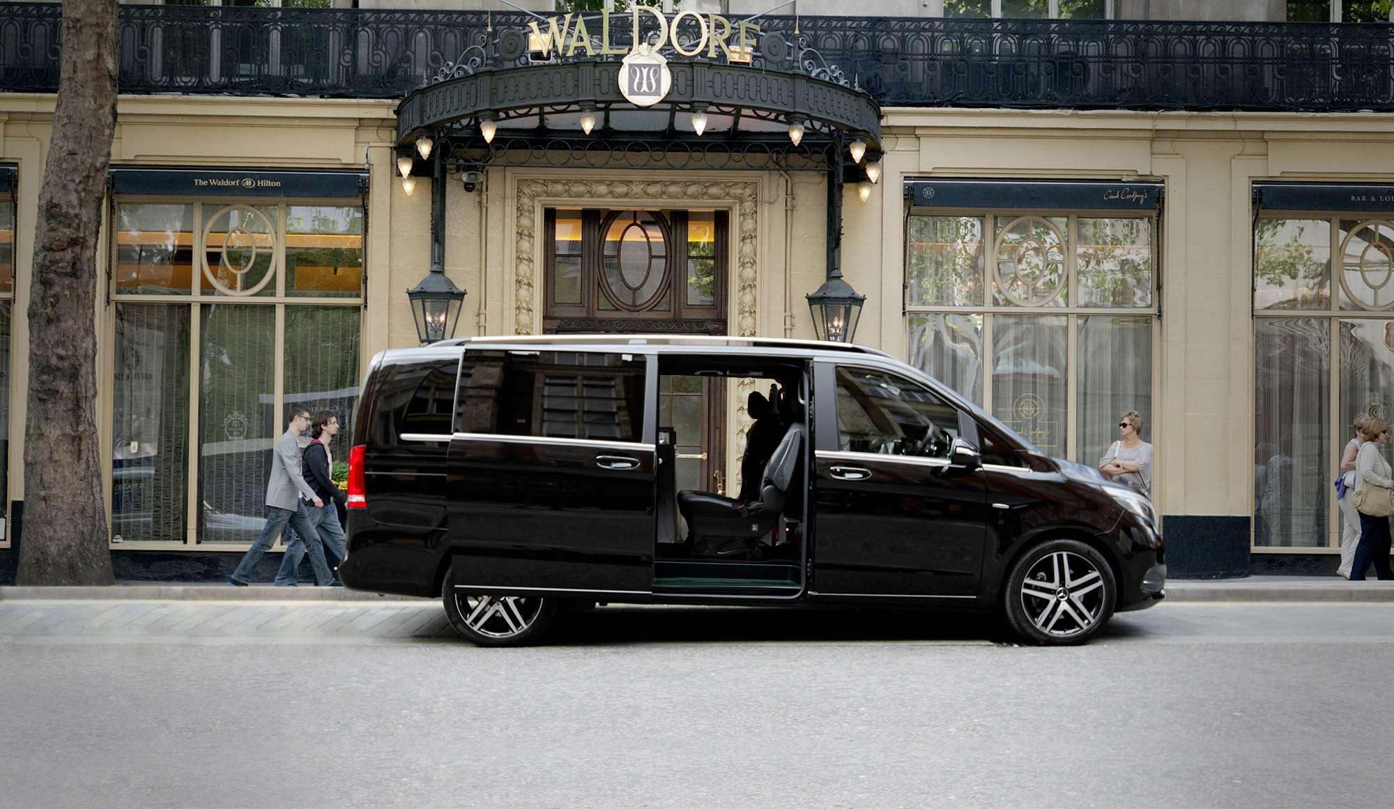 Recorre las zonas exclusivas de Madrid en coche con conductor privado