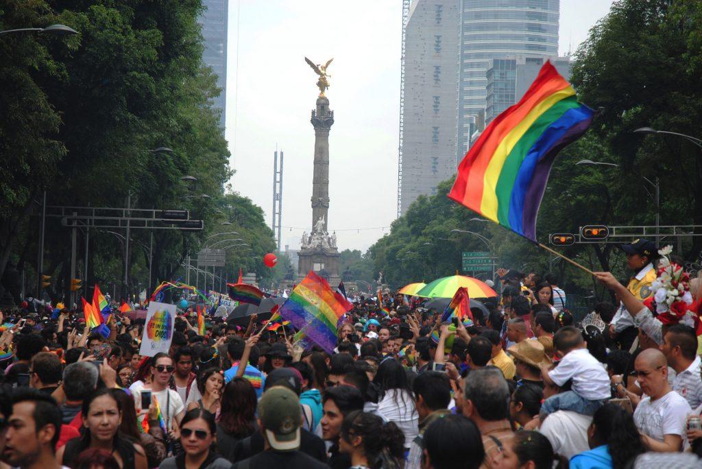 alquiler de coche con chófer para el orgullo gay